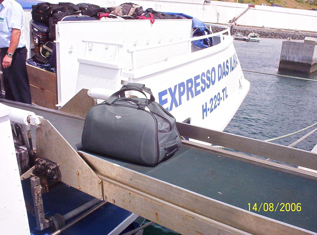 Carga e descarga de bagagem Image